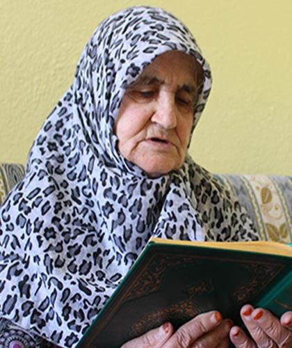 81 yaşında Kur'an-ı Kerim okumayı öğrendi